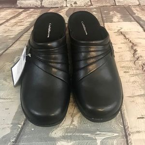 Croft & Borrow Black Cushioned Footbed Clogs
